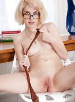 Amateur Carmina Toying Pussy (nude photo 10 of 16)