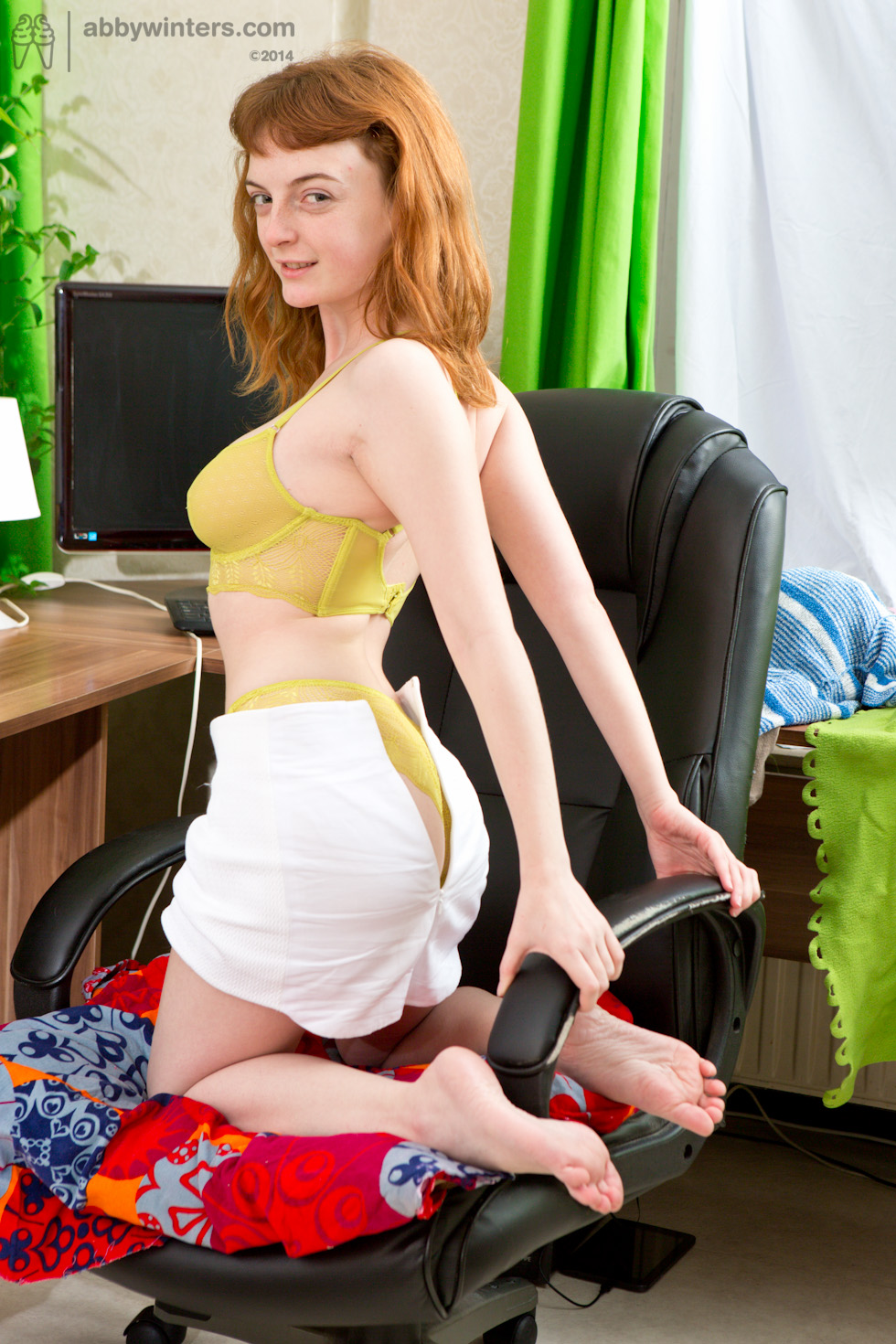 nude-girl-in-office-chair