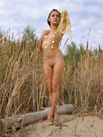 Teen Ingret Outdoors (nude photo 2 of 20)