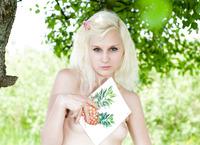 Snejana Nude Outdoors (nude photo 3 of 20)