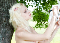 Snejana Nude Outdoors (nude photo 4 of 20)