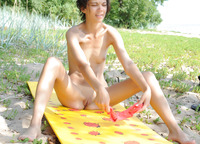 Tina in Sunnily (nude photo 8 of 20)