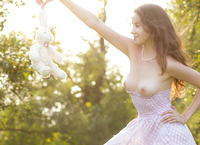 Lily in Wonderland (nude photo 1 of 20)
