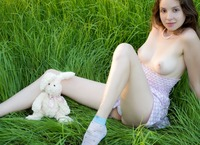 Lily in Wonderland (nude photo 6 of 20)