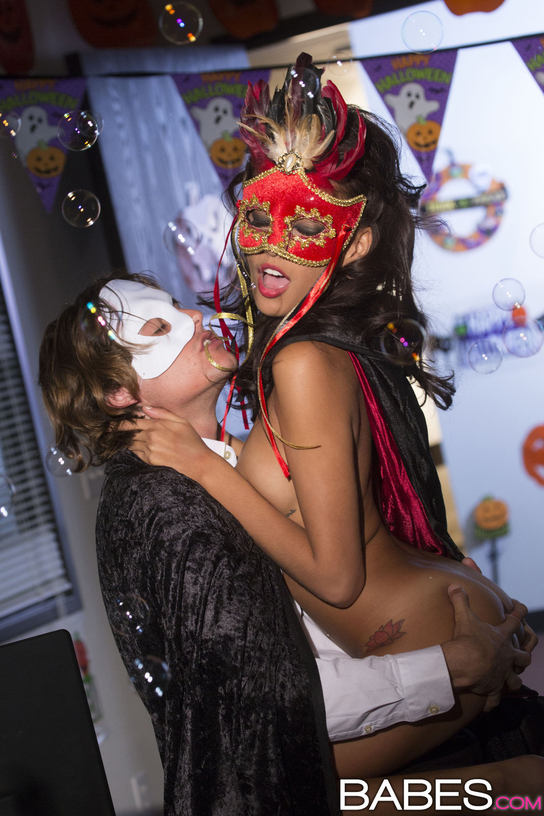 Halloween Party Turned Hardcore In Marti Gras Costumes By Babes 16 Photos  Erotic Beauties-9899
