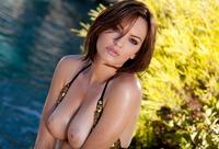 Dakota Rae pulls off her bikini and bares her beautiful body (nude photo 4 of 17)