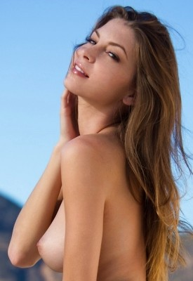 16 Pics: Amber Sym in Nature Nudes
