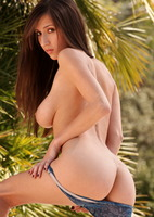 Busty babe April Oneil (nude photo 9 of 15)