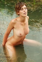 Milusha in Water Play (nude photo 13 of 16)