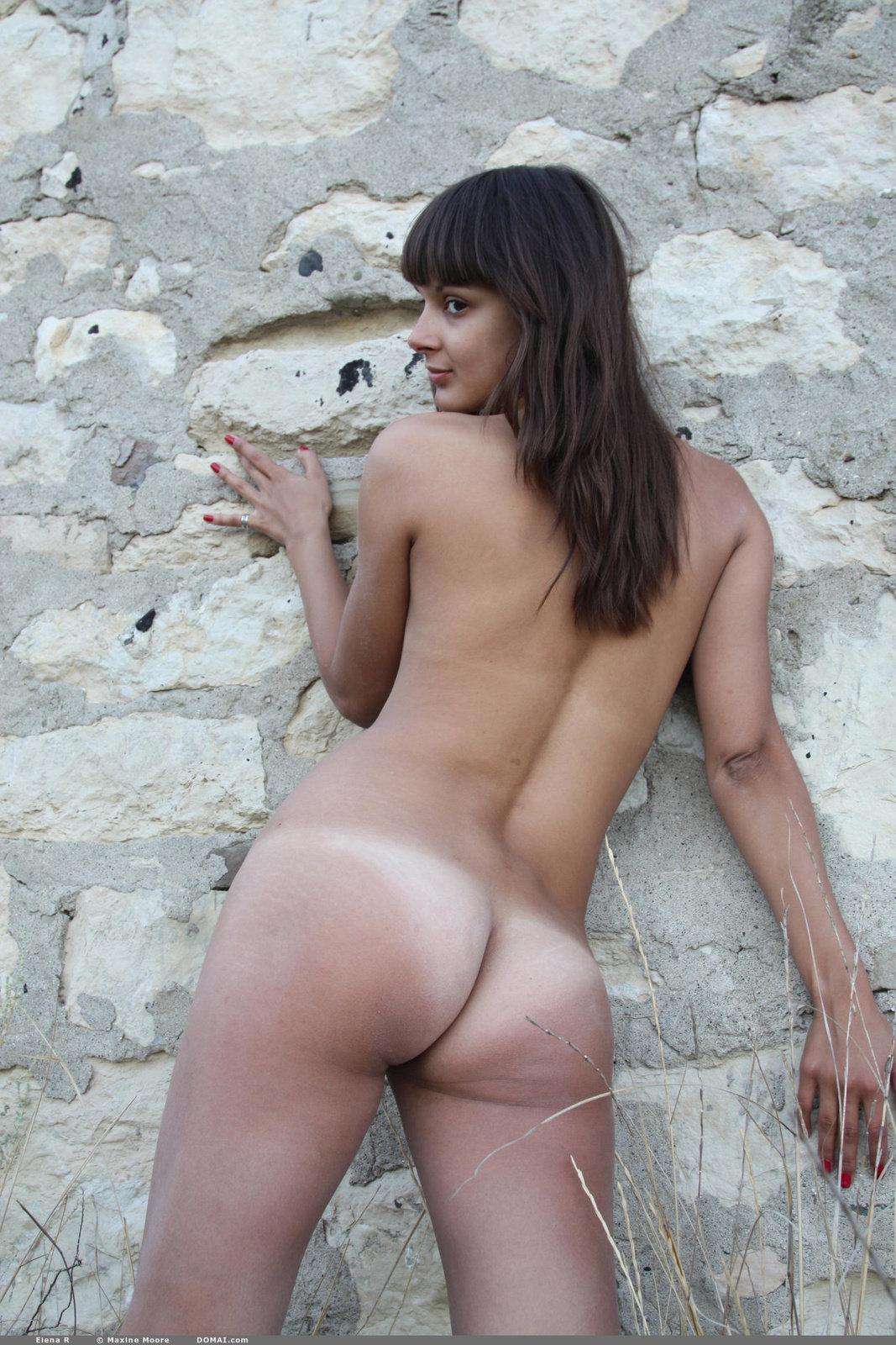 R nude pics