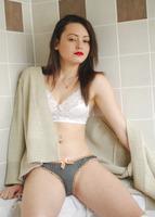 Presenting Brionie (nude photo 2 of 16)