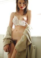 Presenting Brionie (nude photo 9 of 16)