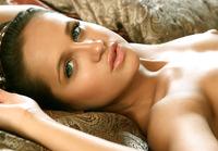 Gloria V in Her Bedtime (nude photo 7 of 16)