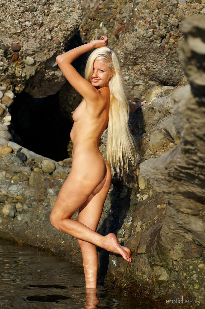 Silvia C In Platinum Blonde By Erotic Beauty 16 Photos -2213