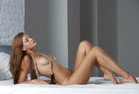 Teen bombshell Belle teases and plays naked in her bedroom (nude photo 1 of 16)