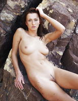 Sienna in Rocheux (nude photo 5 of 16)