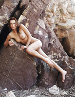Sienna in Rocheux (nude photo 6 of 16)