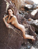 Sienna in Rocheux (nude photo 7 of 16)
