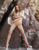 Sienna in Rocheux (nude photo 14 of 16)