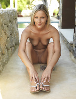 Paola in Ridente (nude photo 8 of 16)