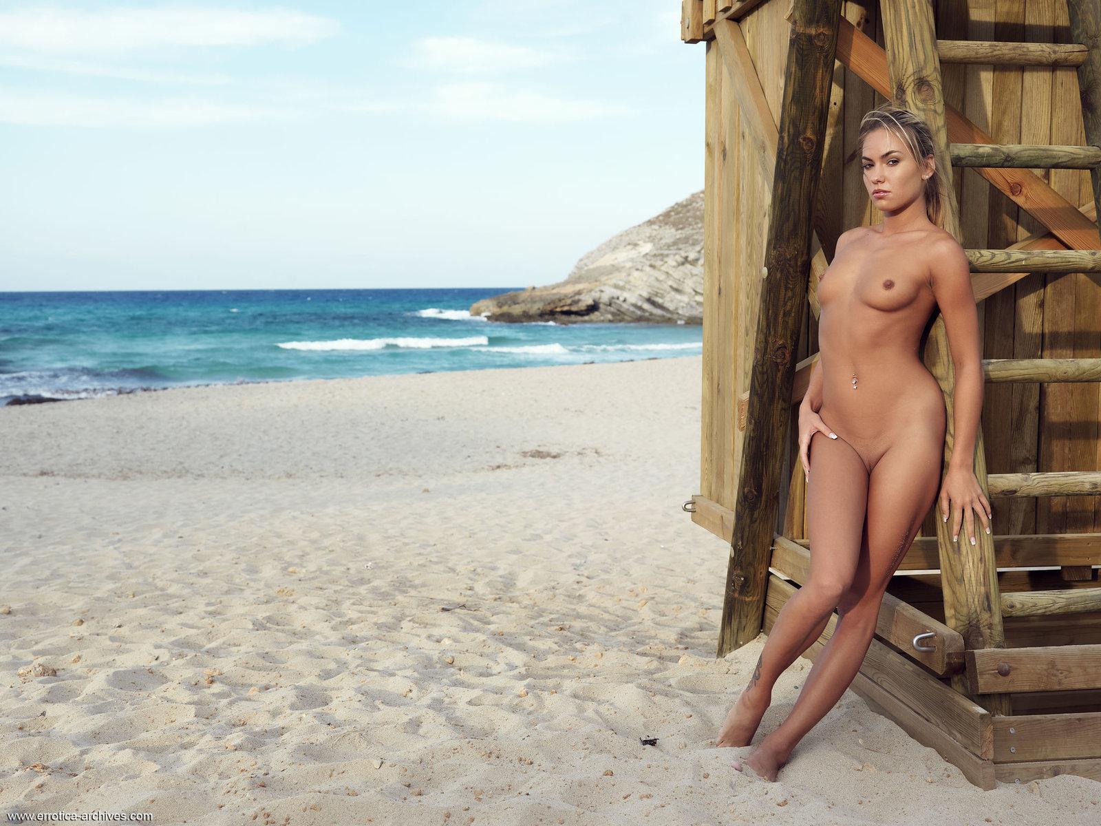 Как ходят голые девушки по пляжу, мини ролики секс
