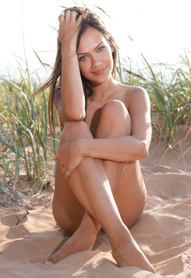 12 Pics: Laina in Seaside Beauty by Errotica Archives