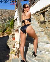 Graziel shows her sweet ass (nude photo 3 of 14)