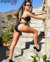 Graziel shows her sweet ass (nude photo 5 of 14)