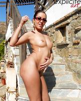 Graziel shows her sweet ass (nude photo 7 of 14)