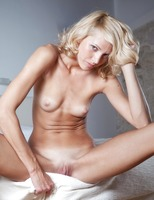 Skinny Blonde Lilly (nude photo 14 of 16)