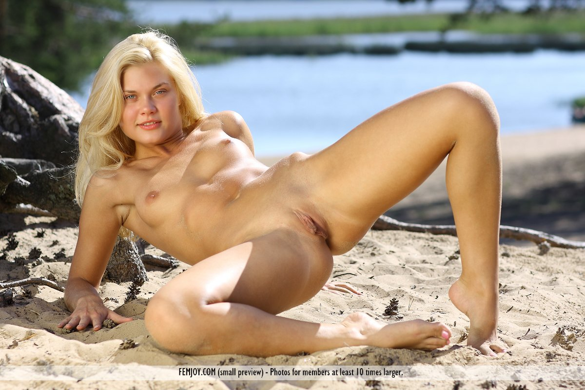 Cute Nude Beach Girls