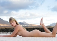 Belinda in outdoor nudes (nude photo 7 of 12)