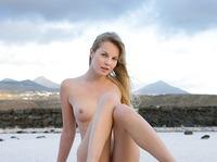 Belinda in outdoor nudes (nude photo 9 of 12)