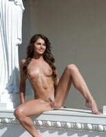 Alanis the Goddess (nude photo 11 of 16)