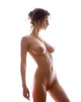 Busty Susann in Studio (nude photo 3 of 12)