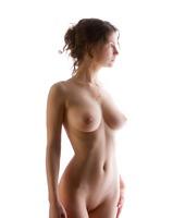 Busty Susann in Studio (nude photo 4 of 12)