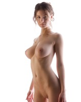 Busty Susann in Studio (nude photo 5 of 12)