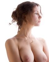 Busty Susann in Studio (nude photo 6 of 12)