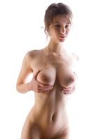 Busty Susann in Studio (nude photo 9 of 12)