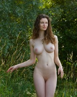 Susann in Something Special (nude photo 1 of 12)