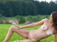 Nicolette in My Homeland (nude photo 7 of 12)
