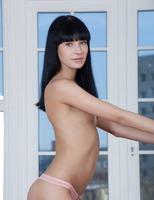 Julieta in Premiere (nude photo 1 of 16)