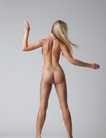 Carisha in Pure (nude photo 1 of 16)