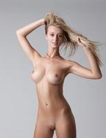 Carisha in Pure (nude photo 3 of 16)