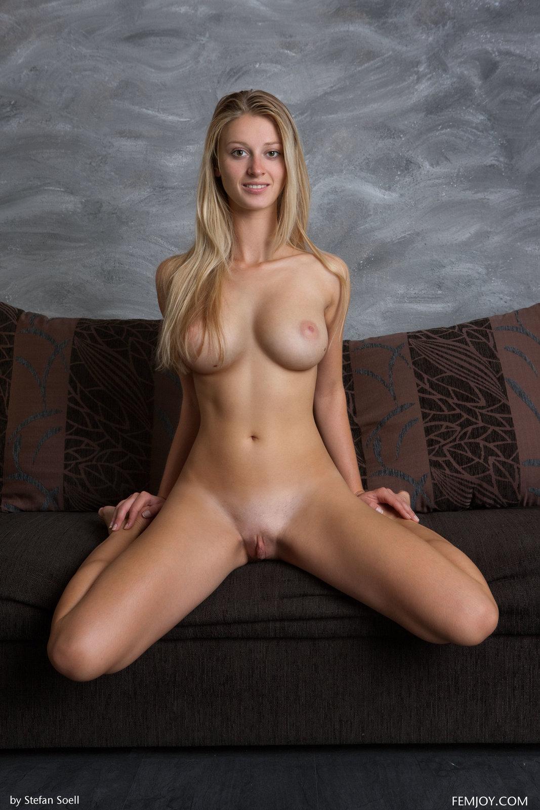 Nude active girls-9014
