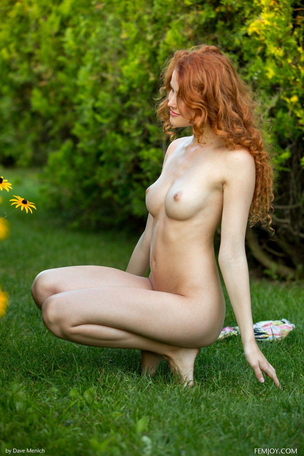 Nude Photo HQ Girlfriend gives best handjob