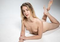 Alecia Fox in Flexible by Femjoy (nude photo 11 of 16)