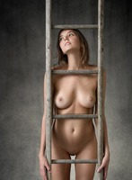 Clover in Higher by Femjoy (nude photo 5 of 12)