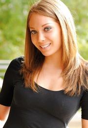 Adriana Leigh