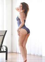 Meghan in Dancing Nude (nude photo 2 of 15)
